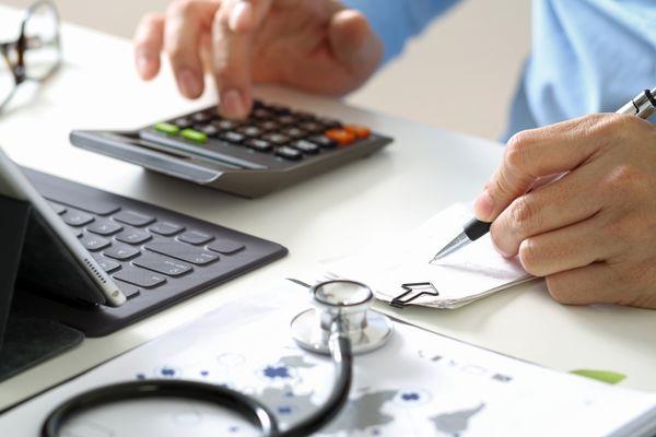 Attach d 39 administration hospitali re fiche m tier emploipublic - Attache d administration grille indiciaire ...