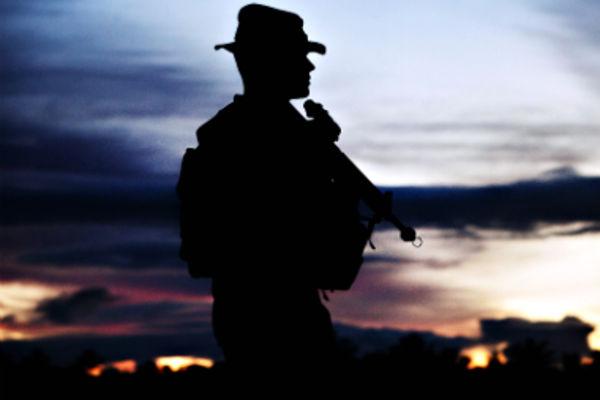 la d u00e9fense emploie des militaires et des civils